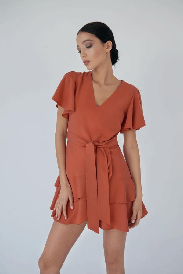 Zwiewna sukienka z podwójnymi falbankami