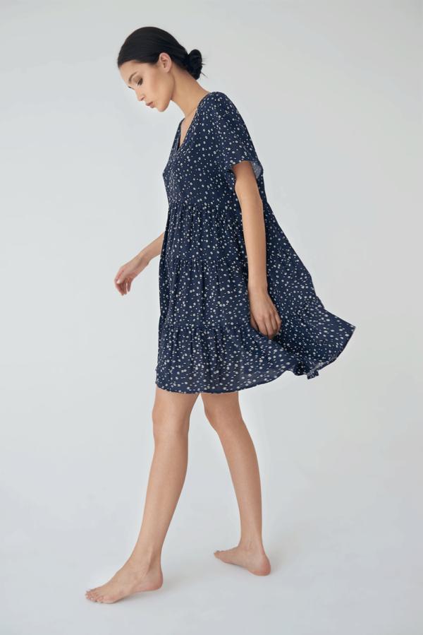 Łużna rozkloszowana sukienka z falbanami